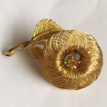 Vintage gold tone brooch pin with rhinestones in shape of flower