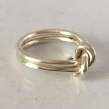 Vintage sterling silver KNOT ring, size 9