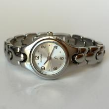 Ladies stainless steel round FOSSIL f2 watch with bracelet