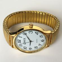 Gold plated round men's watch QMX Quartz with stretchable bracelet and white dial