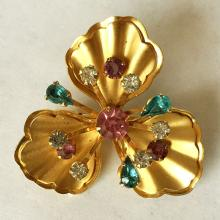 Vintage prong set round multi color rhinestones gold plated brooch / pin, no hallmarks