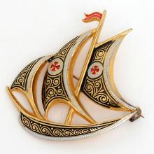 Vintage gold plated YACHT shape pin brooch with black, red and white enamel, made in Spain