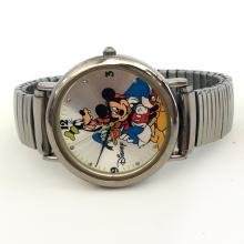 Disney special edition silver tone round watch model FSC # 3234-1 with stretchable bracelet. On back Disney special edition Japan movt stainless stell back, made by SII Marketing International, Battery. Case measured 36 mm in diameter. Condition excellent, new watch is working.