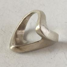 Vintage sterling silver V shape ring, size 6