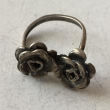 Vintage silver tone TWO ROSES shape ring, size 7