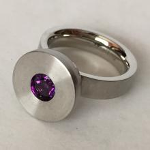 Stainless steel ring with 6 mm round faceted interchangable faceted stone, size 7 1/4