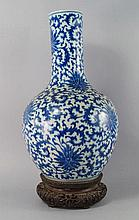 A Chinese porcelain bottle vase, 19th century, pai