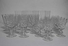 Trois services de verres taillés, comprenant : 10