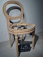 Suite de trois petites chaises à coiffer style Lou