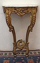 Console d'applique, piétement en bois doré à décor