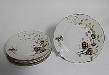 Suite de six petites assiettes en porcelaine à déc