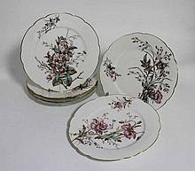 Suite de six assiettes en porcelaine à décor de fl