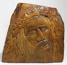 Rogé PLEIMSLING, Jésus-Christ, panneau en noyer traité en léger bas relief, signé en bas à gauche, c