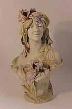ROYAL DUX : Buste de femme en porcelaine H. 52 cm