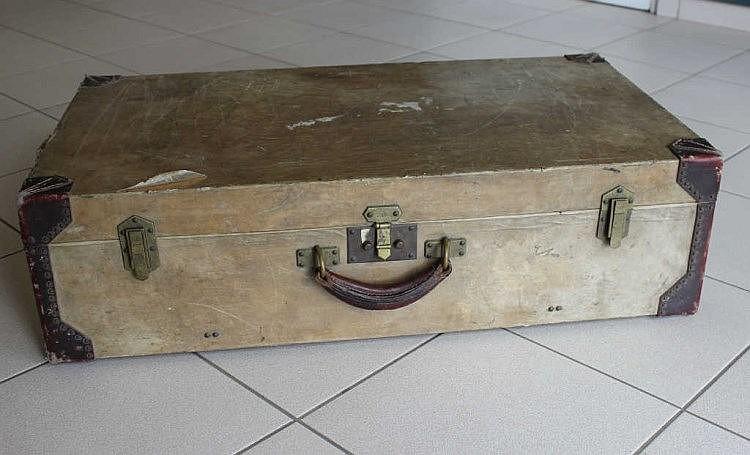 hermes paris valise de voyage gain e de parchemin ivoire. Black Bedroom Furniture Sets. Home Design Ideas