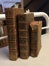 Lot de trois volumes reliés du XVIIIe siècle.