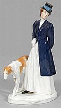 Dame im Reitkostüm mit Windhund
