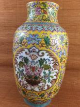 Fine Chinese porcelain famille rose vase