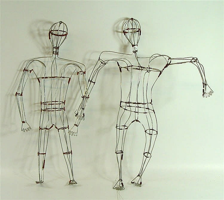 Anonyme Deux mannequins en fils de fer et fils de cuivre Hauteur : 62 cm