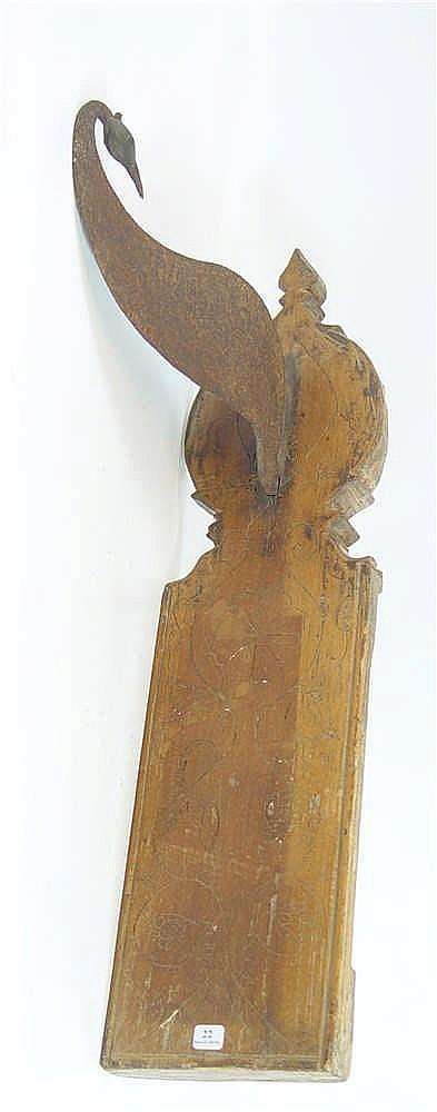 Enseigne en fer forgé, socle en bois 67 x 17 cm