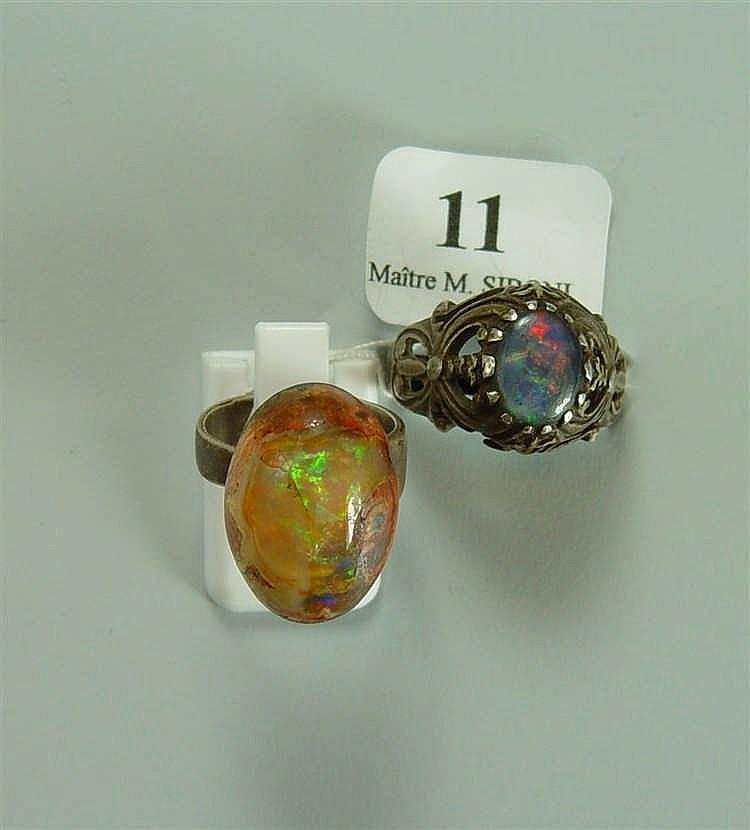 Deux bagues serties d'opales Poids brut : 11,80 g