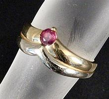 A LADIES RING 585/000 yellow gold with ruby. Ca