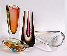 A LOT OF MODERN GLASS