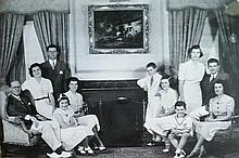 JFK WITH FAMILY. VINTAGE PHOTO.