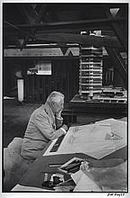 FRANK LLOYD WRIGHT AT TALIESIN EAST WISCONSIN UP CLOSE 1957 BILL RAY SIGNED SILVER GELATIN PRINT.