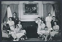 VINTAGE 1937 PHOTO OF JFK AND FAMILY.