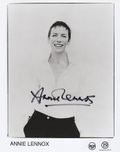 ANNIE LENOX SIGNED PHOTO.