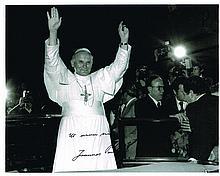 POPE JOHN PAUL II SIGNED PHOTO.