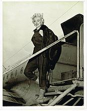 AN ORIGINAL UNSEEN MARILYN MONROE PLANE KOREA 1954 PHOTO