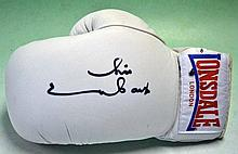 CHRIS EWBANKS SIGNED BOXING GLOVE - WORLD MIDDLEWEIGHT