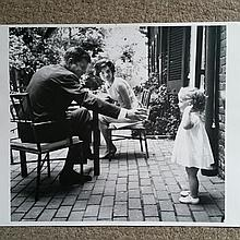JFK FAMILY IN THE GARDEN: MARK SHAW CREDIT.