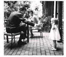 JOHN F KENNEDY FAMILY PHOTO.