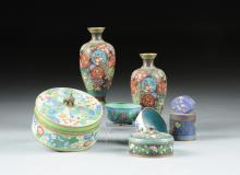 A GROUP OF EIGHT SINO-JAPANESE POLYCHROME ENAMELED CLOISONN? WARES,