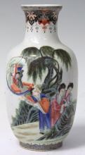CHINESE REPUBLIC PERIOD PAINTED PORCELAIN VASE