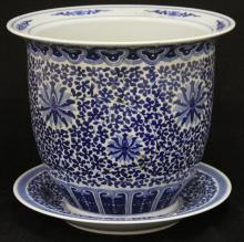 EARLY CHINESE BLUE AND WHITE PORCELAIN JARDINIERE