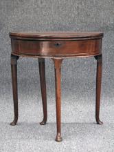 EARLY 19TH CENTURY MAHOGANY FLIP TOP TABLE