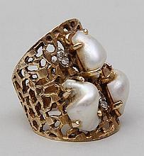14k gold pierced ring.