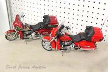 Lot of (2) Franklin Mint Harley Davidson Motorcycles: 2005