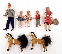 Caco Biegsam Dollhouse dolls family of five