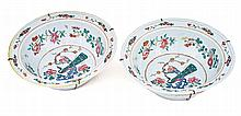 A pair of Chinese famille rose bowls, Qing Dynasty, late 19th/early 20th century