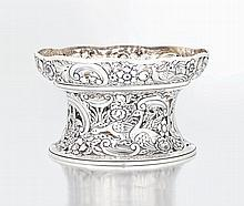 An Edward VII silver dish ring, Carrington & Co, L
