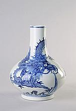 A Chinese blue and white vase, Qing Dynasty, 19th