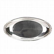OVAL TRAY IN SILVER
