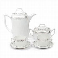 COFFE SET IN WHITE PORCELAIN