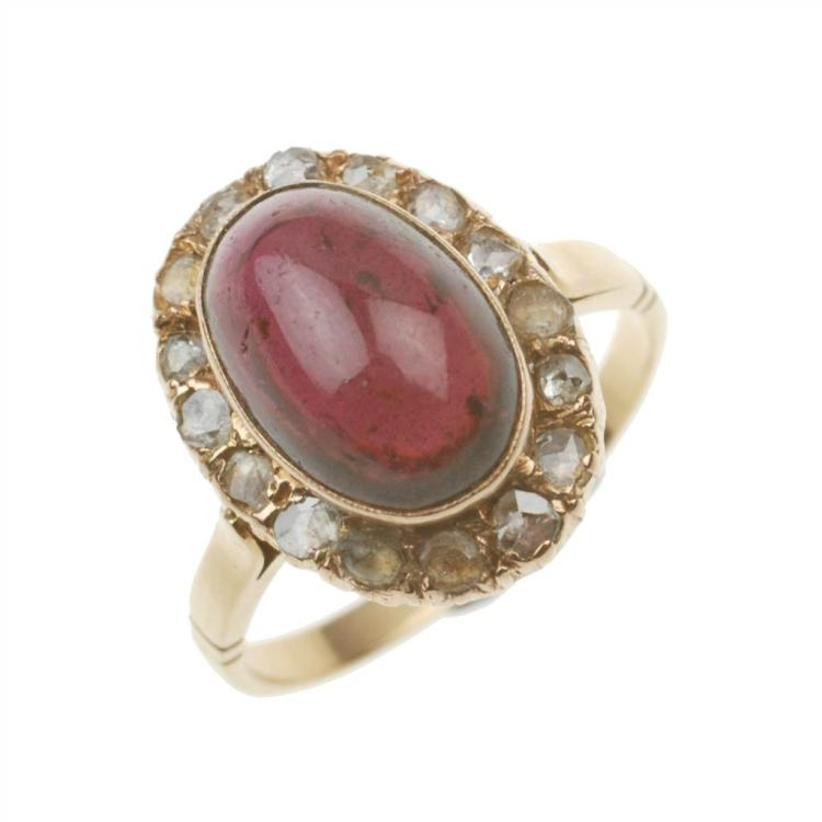 ELIZABETHAN RING WITH GARNET