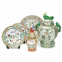 FIVE ITEMS IN CHINESE PORCELAIN